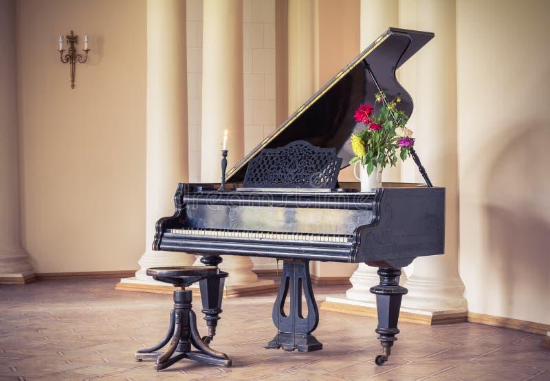 Oude pianosleutels royalty-vrije stock afbeelding