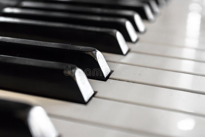 Oude pianosleutels stock afbeeldingen