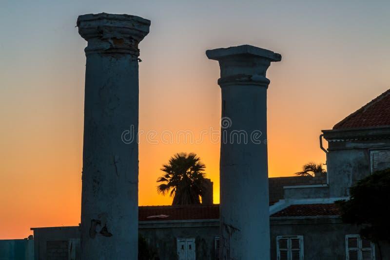 Oude pijlers bij zonsondergang royalty-vrije stock afbeeldingen