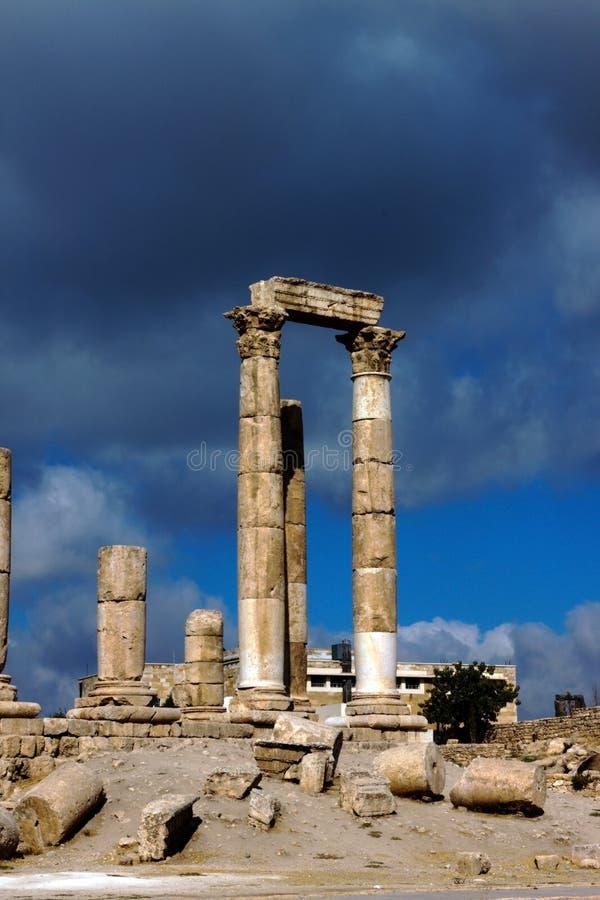 Oude Pijlers van Hercules in Amman stock afbeelding