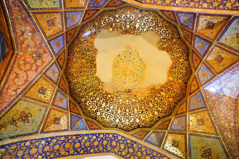 Oude plafondkunstwerken in het paleis van Chehel Sotoun stock foto