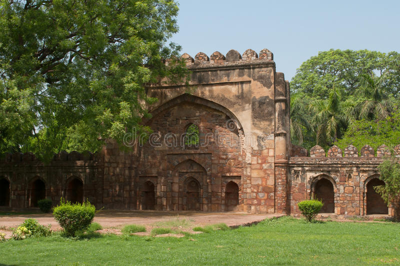 Oude poort en muur van het graf van Sultan Sikandar delhi stock fotografie