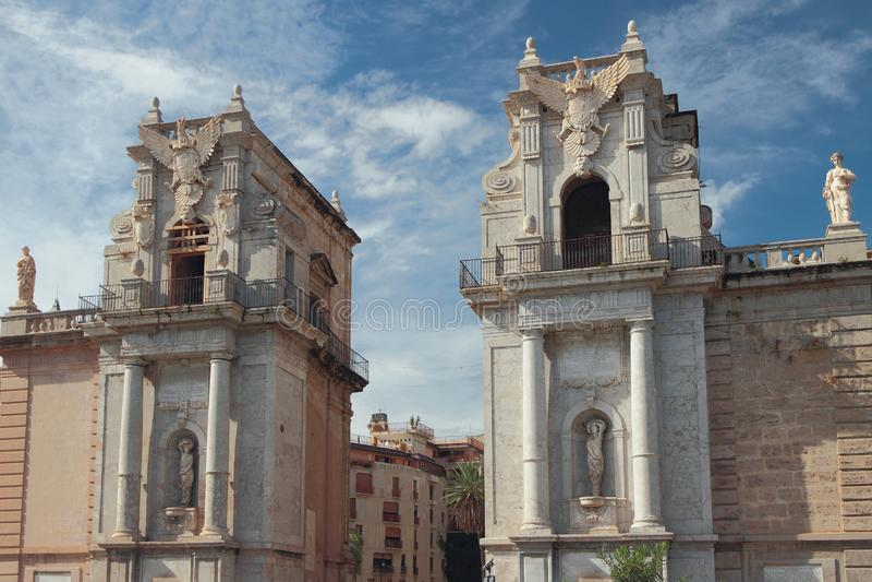 Oude poort Porta Felice Palermo, Italië stock foto's