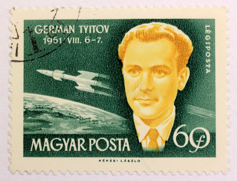Oude postzegel van Hongarije, gewijd aan ruimteexploratie en eerste astronauten royalty-vrije stock afbeelding