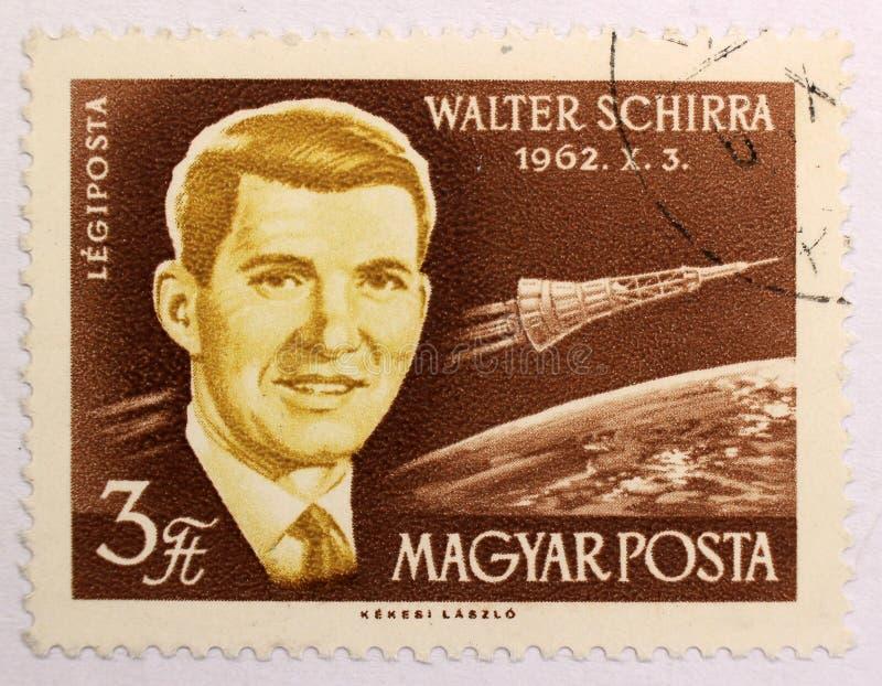 Oude postzegel van Hongarije, gewijd aan ruimteexploratie en eerste astronauten royalty-vrije stock foto