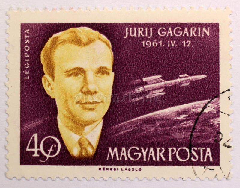 Oude postzegel van Hongarije, gewijd aan ruimteexploratie en eerste astronauten stock fotografie