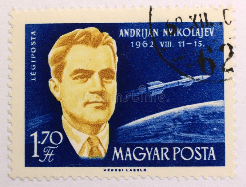 Oude postzegel van Hongarije, gewijd aan ruimteexploratie en eerste astronauten royalty-vrije stock afbeeldingen
