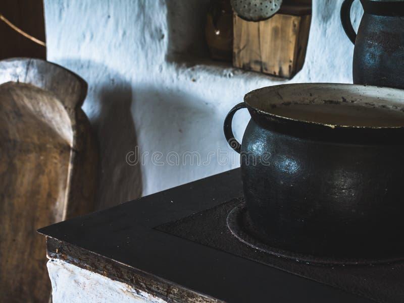 Oude pot van huismateriaal stock foto