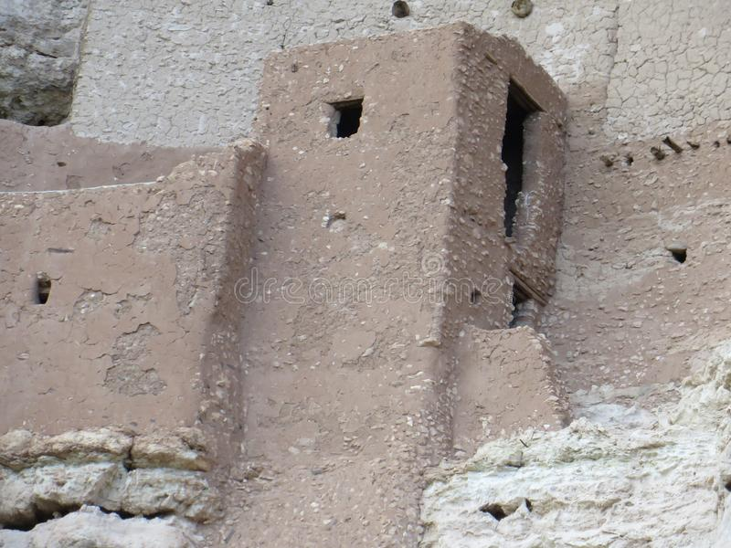 Oude pre-columbian klippenwoningen in Arizona stock foto's