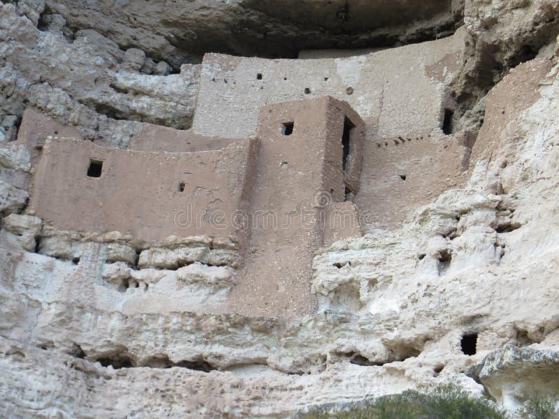Oude pre-columbian klippenwoningen in Arizona stock afbeeldingen