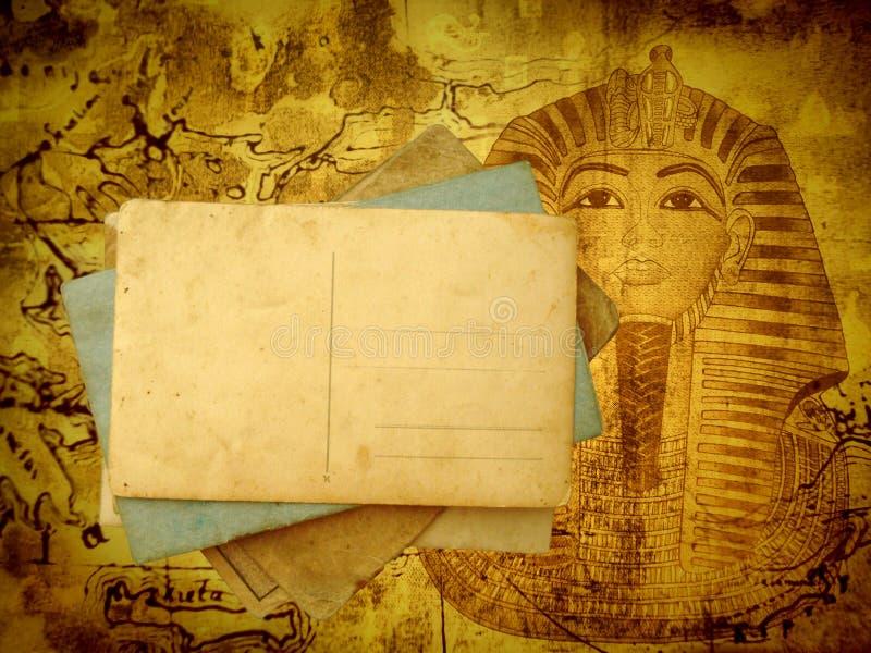 Oude reisachtergrond met prentbriefkaaren
