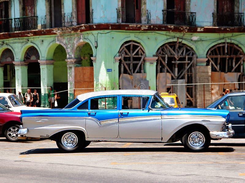 Oude retro auto in Havana, Cuba royalty-vrije stock foto