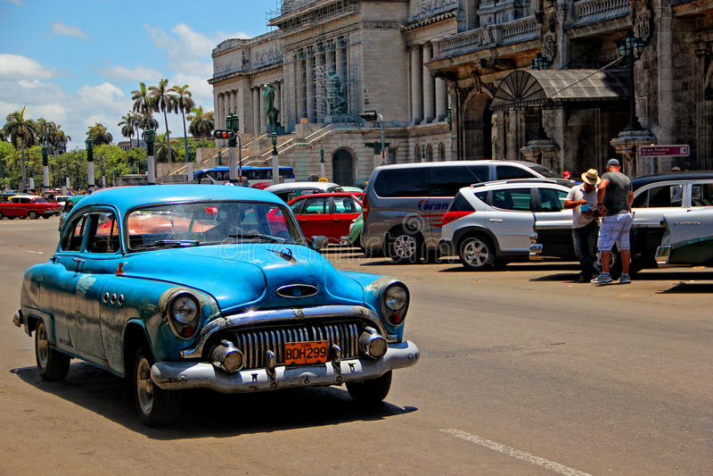 Oude retro auto in Havana, Cuba stock foto
