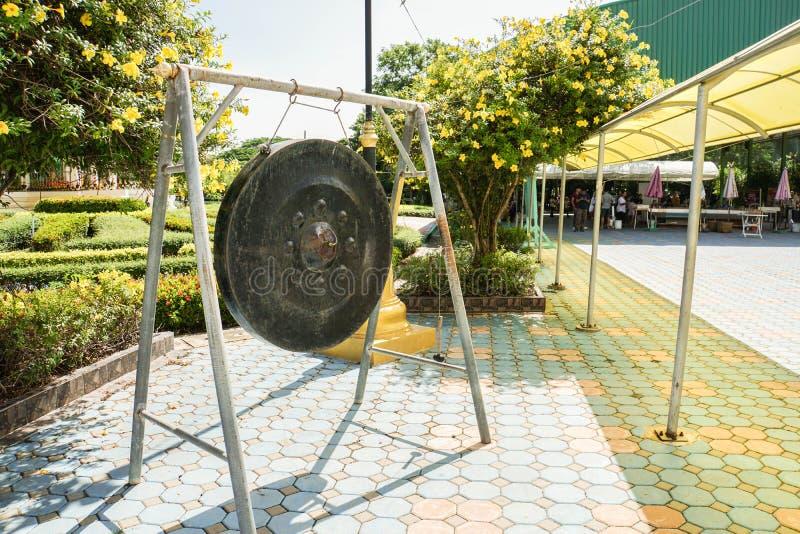 Oude reuzegong in tempel royalty-vrije stock fotografie