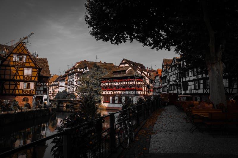 Oude Rijtjeshuizen in Petite France -District in Strassburg, de Elzas stock foto
