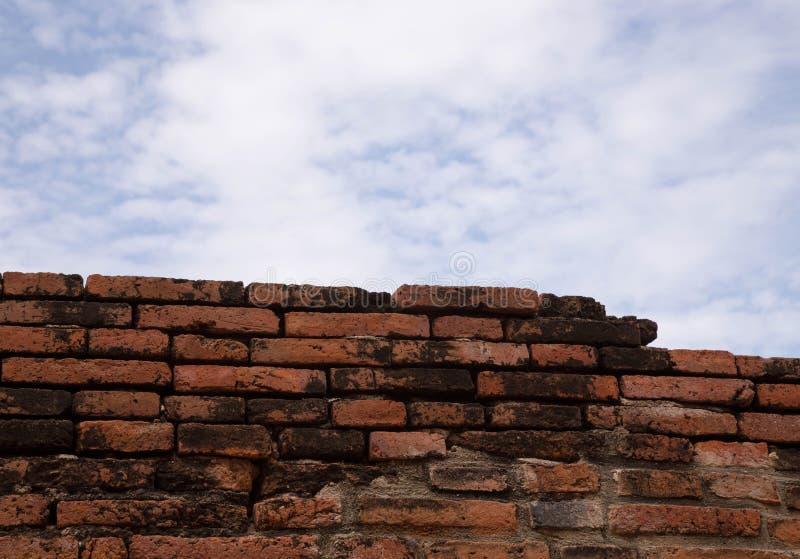 Oude rode baksteen wal royalty-vrije stock afbeelding