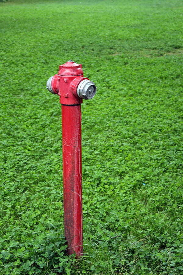 Oude rode hydrant stock afbeelding