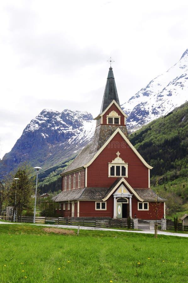 Oude Rode Olden Kerk @, Noorwegen stock fotografie