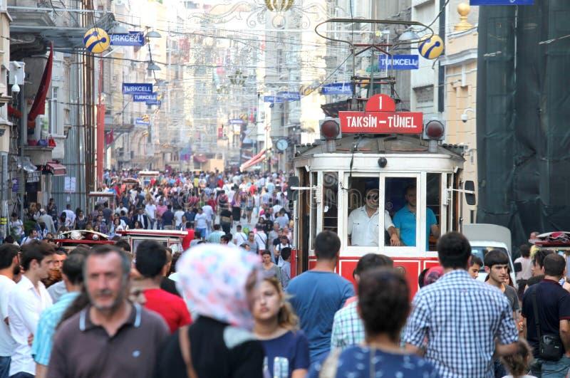 Oude Rode Tram op Istiklal-Straat royalty-vrije stock foto