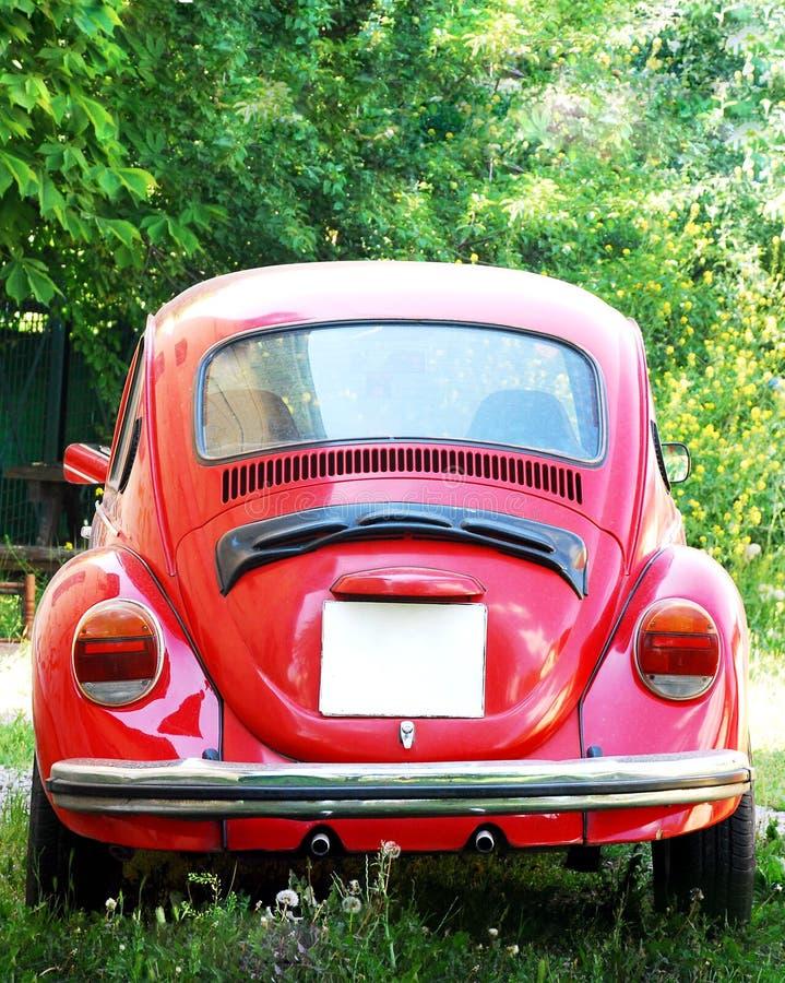 Oude Rode Volkswagen Beetle-Auto stock foto