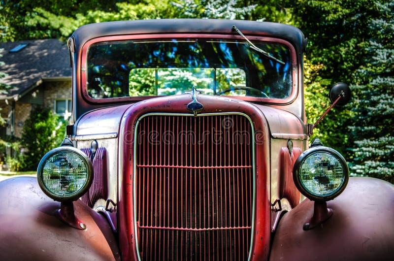 Oude Rode Vrachtwagen royalty-vrije stock foto's