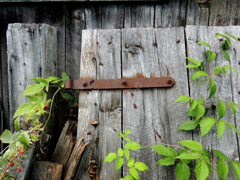 Oude, roestbestendige scharnier stock afbeelding