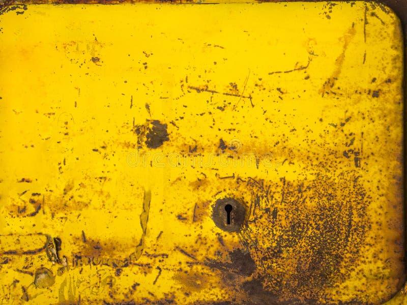 Oude roestige die metaaltextuur met gele verf wordt geschilderd royalty-vrije stock afbeelding