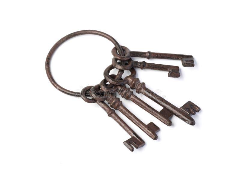 Oude roestige geïsoleerde sleutels stock foto