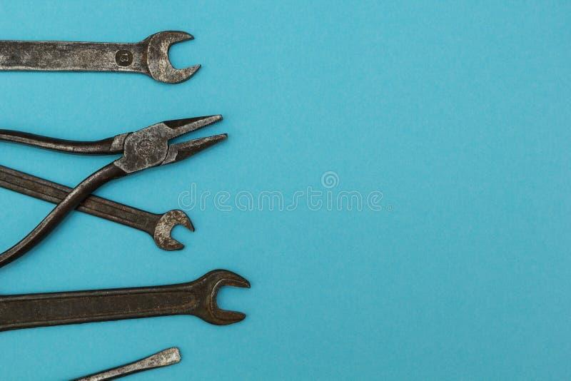 Oude roestige hulpmiddelen, ruimte voor tekst royalty-vrije stock fotografie