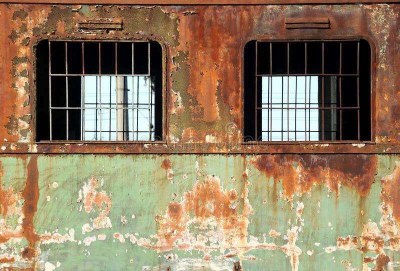 Oude roestige treinauto's royalty-vrije stock afbeeldingen