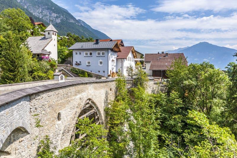 Oude roman brug in Grijnzen, Tirol stock foto's