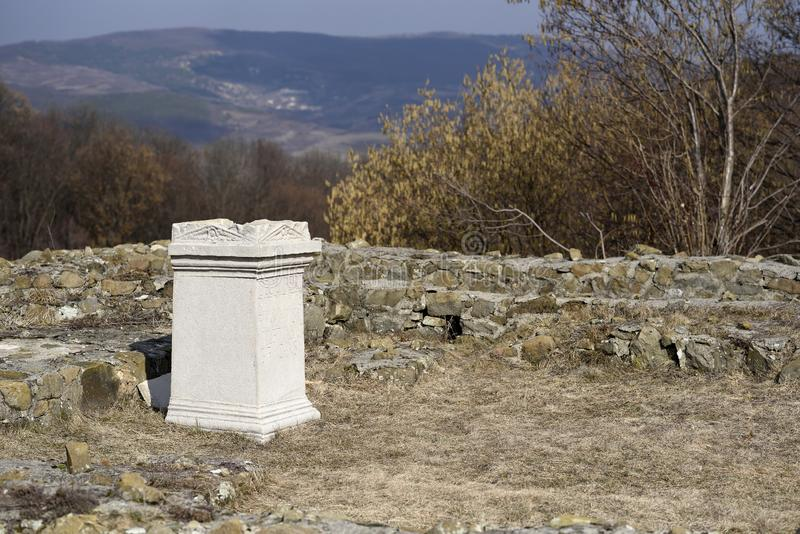 Oude Roman Empire-tempelruïnes Porolissum in Moigrad, Roemenië royalty-vrije stock afbeeldingen