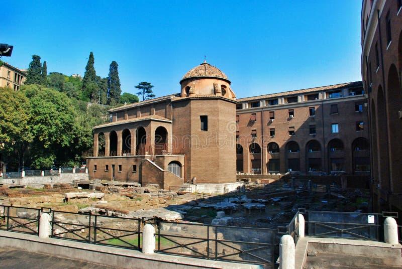 Oude Roman Forum-ruïnes in Rome stock foto's
