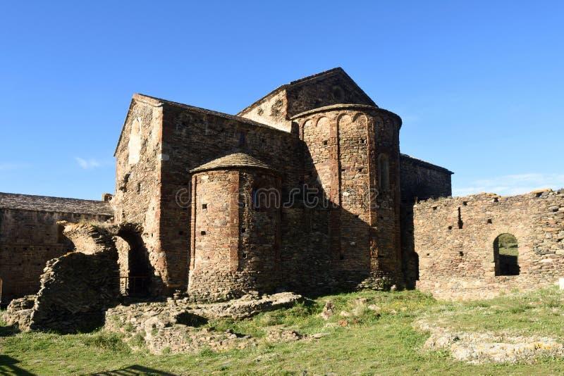 Oude romanesque klooster laat achtste eeuw Sant Quirze DE Co royalty-vrije stock afbeeldingen
