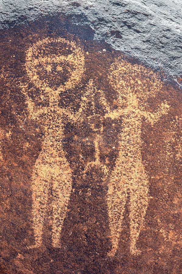 Oude rotskunst in Niger van twee menselijke cijfers royalty-vrije stock afbeelding