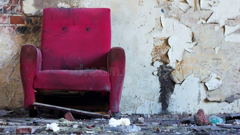 Oude roze stoel