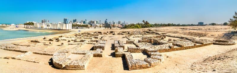 Oude ruïnes bij het Fort van Bahrein Een Unesco-Plaats van de Werelderfenis stock foto's