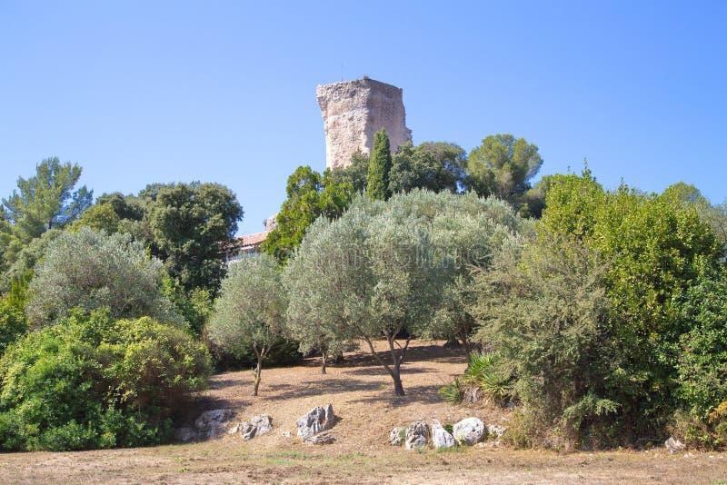 Oude ruïnes in de stad van La Turbie stock foto
