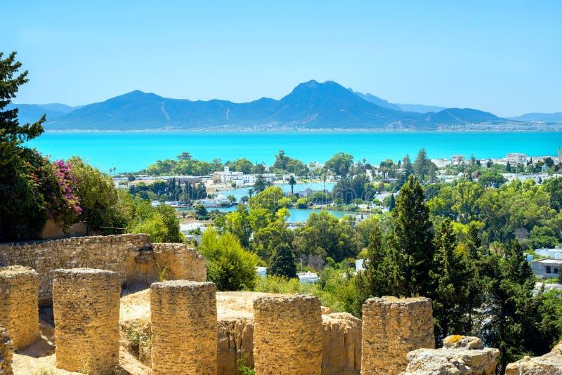 Oude ruïnes van het landschap van Carthago en van de kust Tunis, Tunesië, stock fotografie