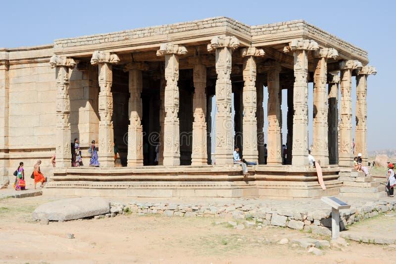 Oude ruïnes van Vijayanagara-Imperium in Hampi, India stock foto
