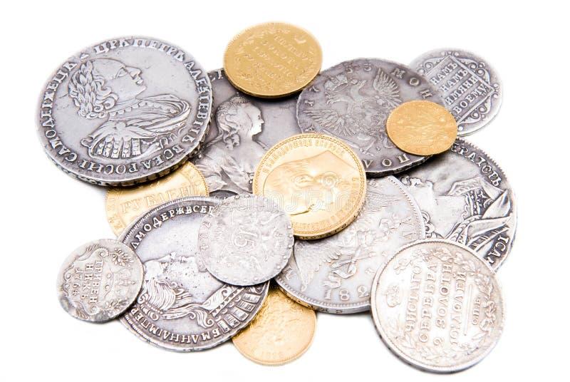 Oude Russische gouden en zilveren muntstukken die op whit worden geïsoleerde royalty-vrije stock afbeelding