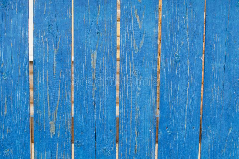 Oude rustieke houten omheining met sjofele blauwe verf stock foto's