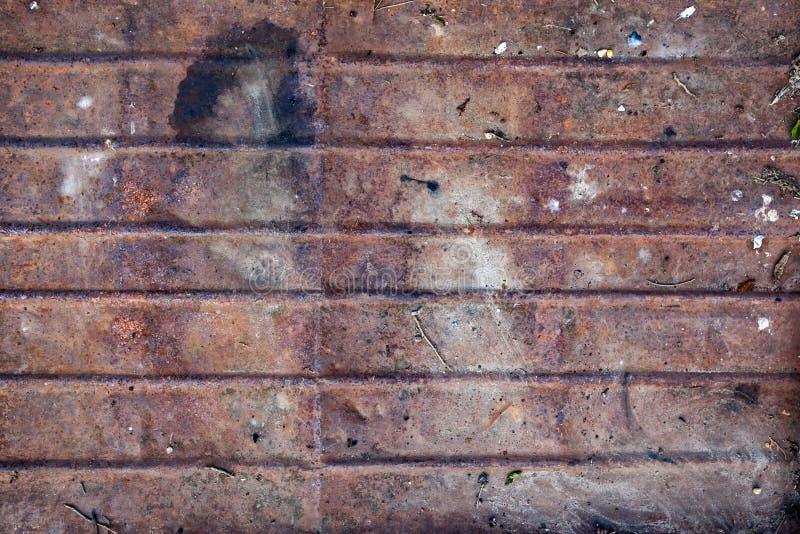 Oude ruwe geweven geroeste metaalplaat stock foto's