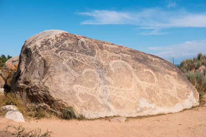 Oude schilderijen, rotstekeningen op de rotsen dichtbij issyk-Kul, stock foto's