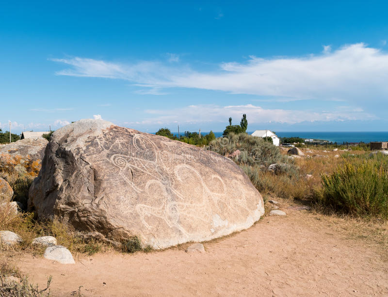 Oude schilderijen, rotstekeningen op de rotsen dichtbij issyk-Kul, stock foto