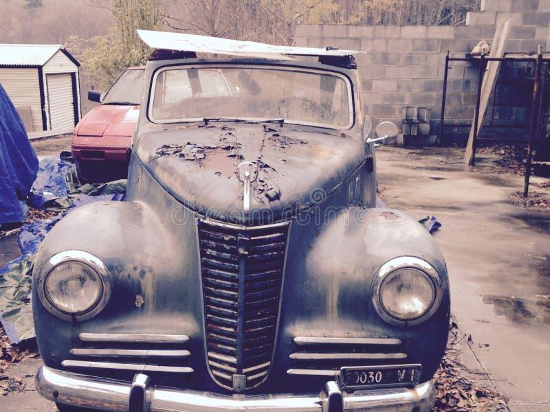 Oude schoolauto stock fotografie