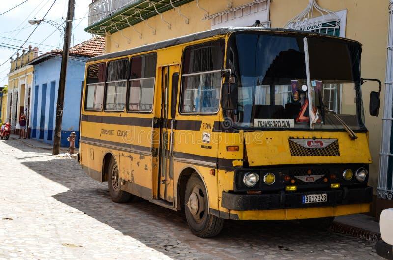 Oude schoolbus royalty-vrije stock afbeelding