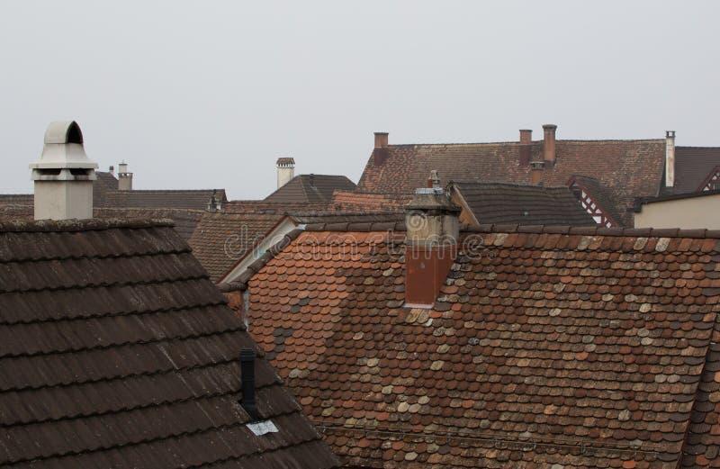 Oude schoorsteen op de skyline stock fotografie