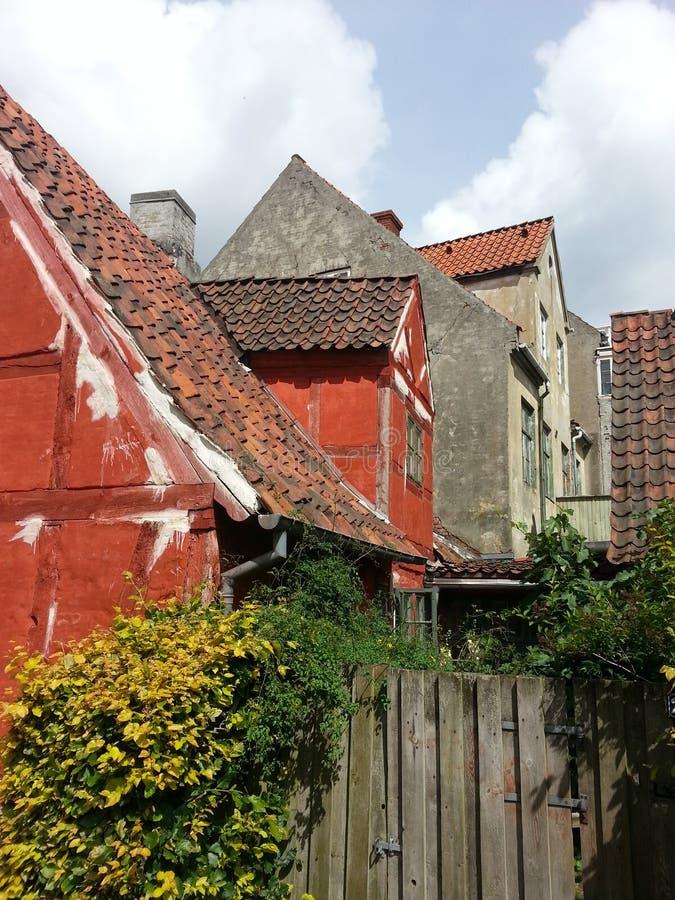 Oude Skandinavische gebouwen stock afbeeldingen