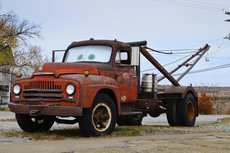 Oude slepenvrachtwagen royalty-vrije stock foto's